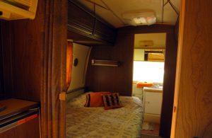 belrepayre retro trailer park ariege mirepoix occitanie safari chambre