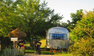 belrepayre airstream moto hotel camping ariege pyreneess tudio 54