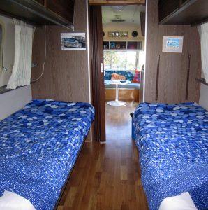 belrepayre caravane americaine vintage airstream tradewind blue moon chambre
