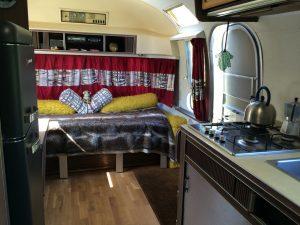 belrepayre retro camping airstream overlander salon cuisine