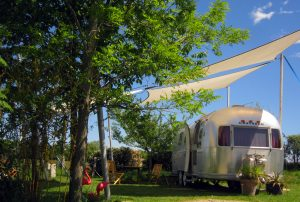 belrepayre ariege camping insolite atypique exterieur overlander