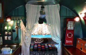 retro camping caravane americaine 1953 silver streak clipper le lit